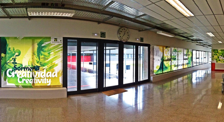 Diseño y Rotulación de interior para eventos y jornadas - Curva Rotulación Integral Pamplona