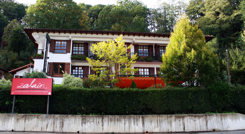 Diseño y Rotulación de fachadas y escaparates - Curva Rotulación Integral Pamplona