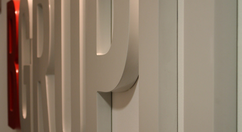 Diseño y Rotulación de rótulos corpóreos - Curva Rotulación Integral Pamplona
