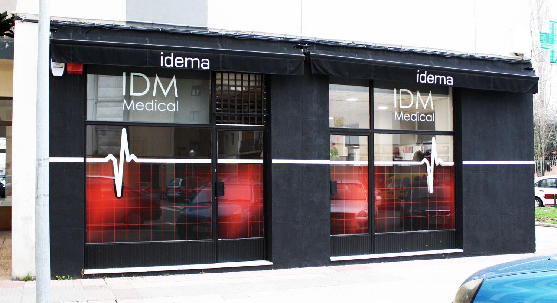 IDM Medical - Diseño y Rotulación de fachadas - vinilo para cristales - Curva Rotulación Integral Pamplona