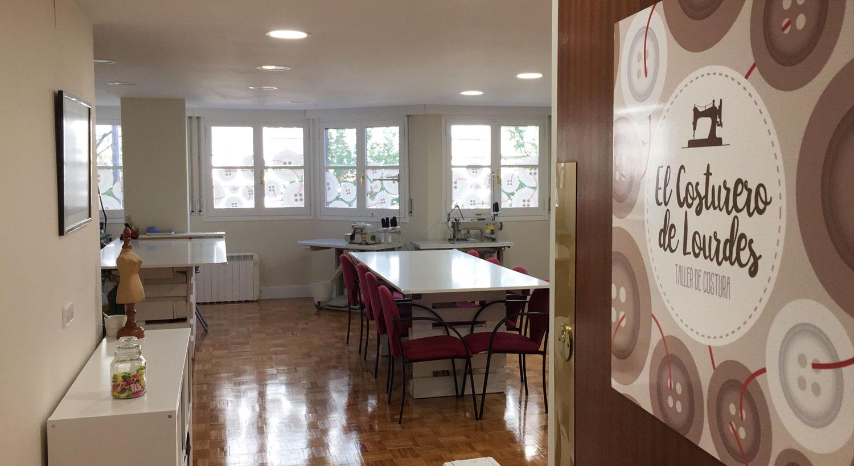 El costurero de Lourdes - Diseño y Rotulación de espacios- Curva Rotulación Integral Pamplona