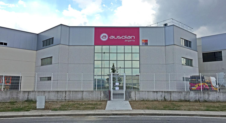Ausolan Jangarria - Diseño y Rotulación de fachadas para negocios - Curva Rotulación Integral Pamplona